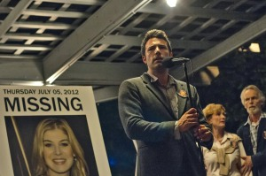 GONE GIRL - 2014 FILM STILL - Nick Dunne (Ben Affleck) finds himself the chief suspect behind the shocking disappearance of his wife Amy (Rosamund Pike), on their fifth anniversary - Photo Credit: Merrick Morton/Twentieth Century Fox